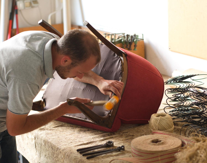 artigiano imbottitura sedia, rivestimento poltroncina